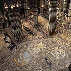 La scopertura straordinaria del pavimento del Duomo di Siena in occasione del Giubileo della Misericordia