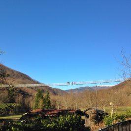 Ponte sospeso di San marcello Pistoiese. Vista dal basso.