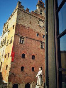 palazzo pretorio visto da palazzo comunale